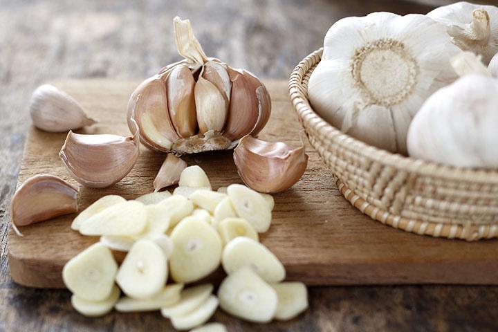 چگونگی حفظ ارزش غذایی سیر سرخ شده